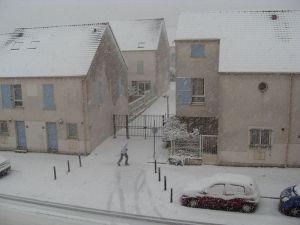 800px-Neige_de_décembre_2010_à_Montreuil_la_boissière